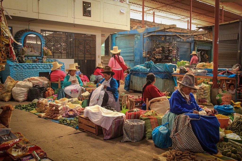 Colourful Quechua women come down to the valley to sell their crops. Caraz. Ancash, Peru.