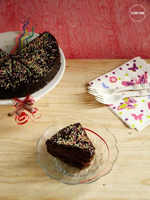 Microwave Eggless Dates Cake