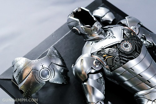 Hot Toys Iron Man 2 - Mk II Armor Unleashed Ver. Review MMS150 Unboxing (44)