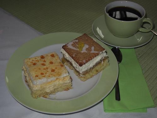 Rhabarberkuchen und Eierschecke zum Kaffee