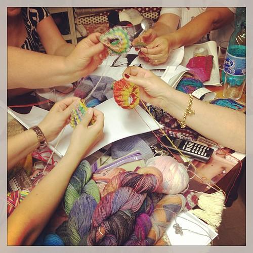 Sock sock sock!!! Nuove sock addicted!! Quante soddisfazioni mi danno le mie ragazze!! #yarn #sockyarn #knit #knitting #knitsock