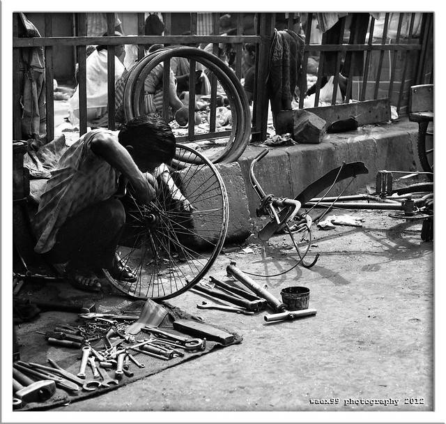 Bike repair in the street New Delhi  (India)