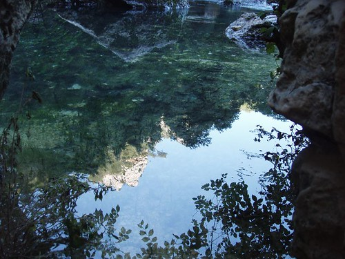 200806230132_Fontaine-de-Vaucluse-reflection