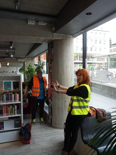 Lähtö oli Kulturhusetin uudella Bibliotek Plattanilla, jossa Nina Röhlcke kertoi siitä miten kirjasto muutti neloskerroksesta takaisin huonomaineisen torin viereen, alkuperäiselle paikalleen kansan pariin