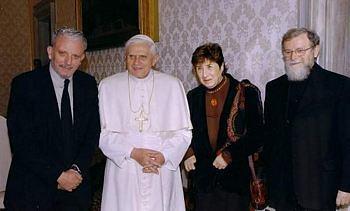 Miembros del Camino con el Papa