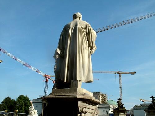 Helmholtz-Statue von hinten