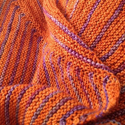 Kint della domenica #malabrigo #sock #sockyarn #yarn#veeravalimaki #bolt #ravelry #knit #knitting #lavoroamaglia #fattoamano #shawl #handmadewithlove