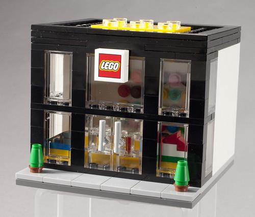 3300003 LEGO Brand Retail Store - Angle