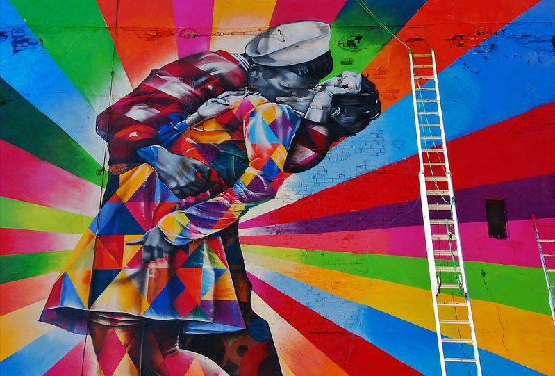 7380073252 e31818cf2f c Massive Mural by Kobra Recreates Iconic Times Square Kiss Photo