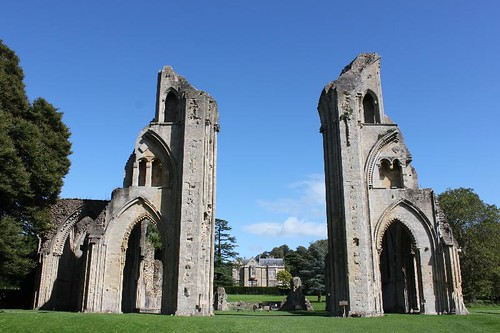 20120830_6454_Glastonbury-abbey_Small