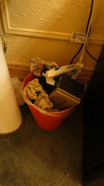 爆炸的垃圾桶