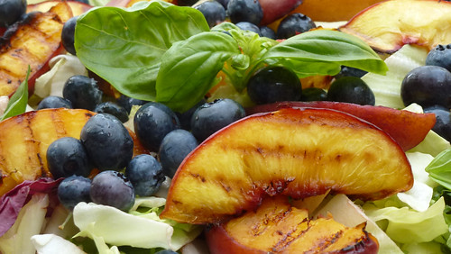 Salad with roasted peaches & blueberries