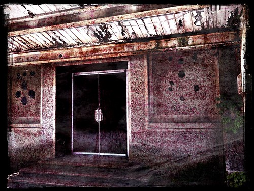Abandoned Train Station by damn_que_mala