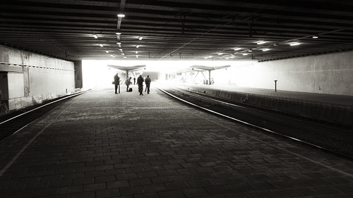 A strip of Light (Gare de Liège-Palais, Belgique) - Photo : Gilderic