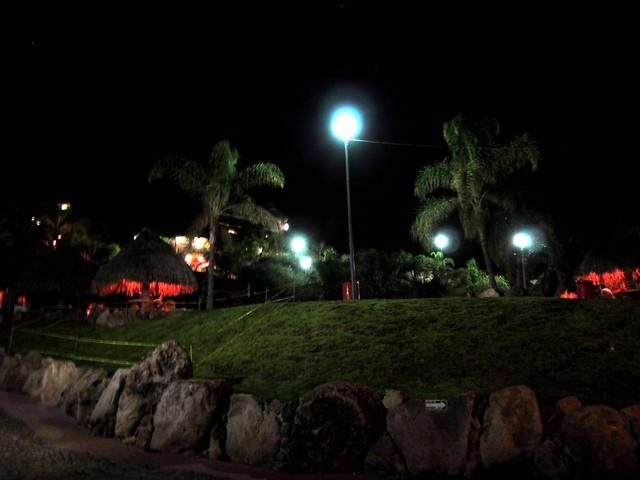 Un área de cabañitas del Geiser en la noche ^_^