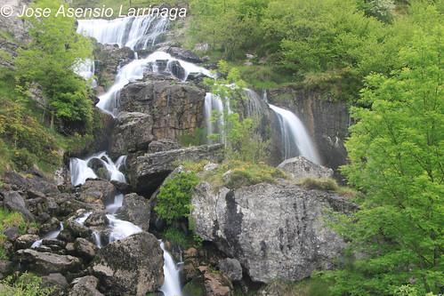 Cascada . Efecto seda #DePaseoConLarri #Photography  47