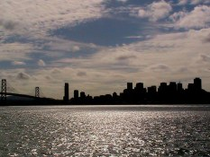 Vue de San Francisco la nuit Visite en francais de la prison d'Alcatraz lors de la visite privée de San Francisco avec www.frenchescapade.com