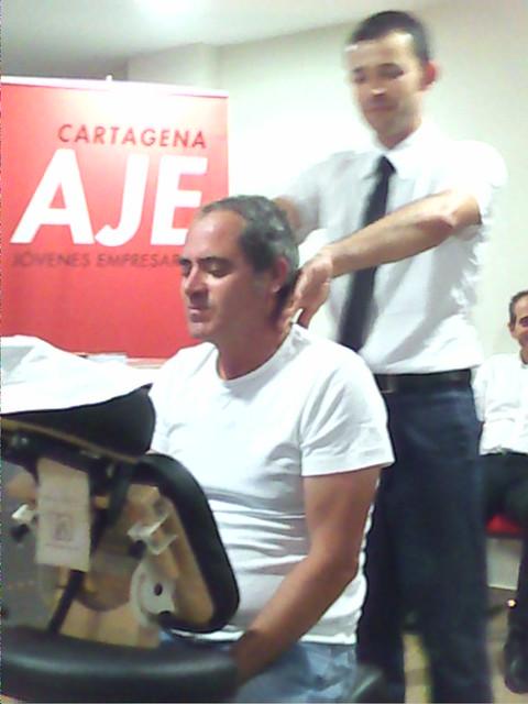 Demostración de masaje sentado en una asociación de jóvenes empresarios de Cartagena-Murcia