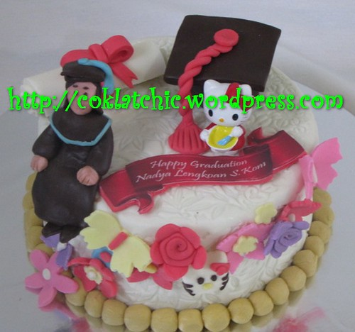 Cake Wisuda dan hello kitty