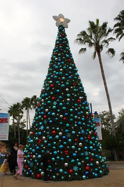 SeaWorld Orlando celebrates the 2013 Christmas season with