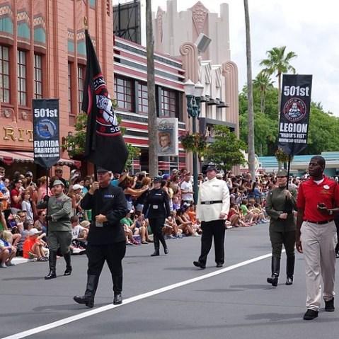 501st Legionはどうもファンコミュニティらしいです。自前のコスチュームでパレードに登場しているそうで。