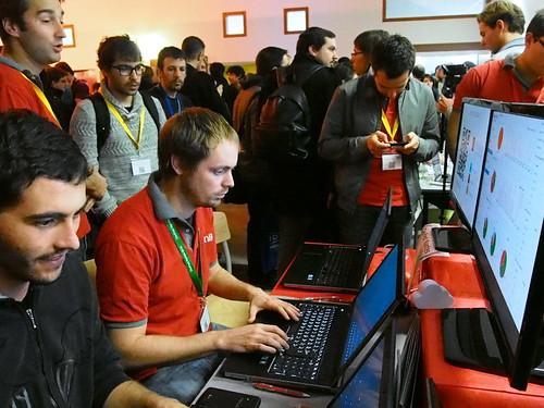 DevFest 2013 : On joue sur le stand Zenika (2)