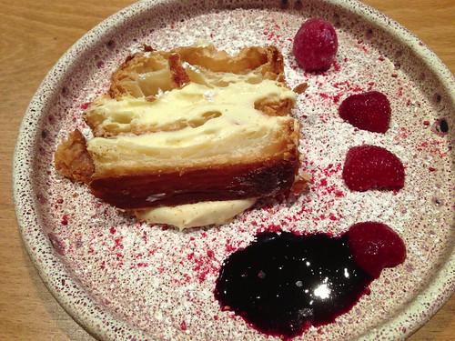 Mille-feuille, vanilla cream, berries