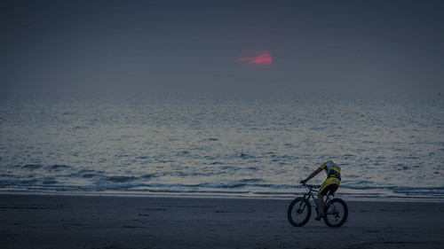 Biking At Sunset (Blankenberge, Belgique) - Photo : Gilderic