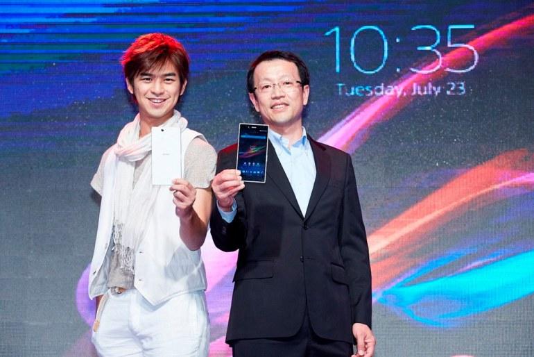 圖1_Sony Mobile Xperia Z Ultra上市,代言人陳柏霖把玩後大為讚賞