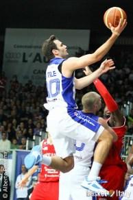Gentile lay up vs Pesaro, Cantu