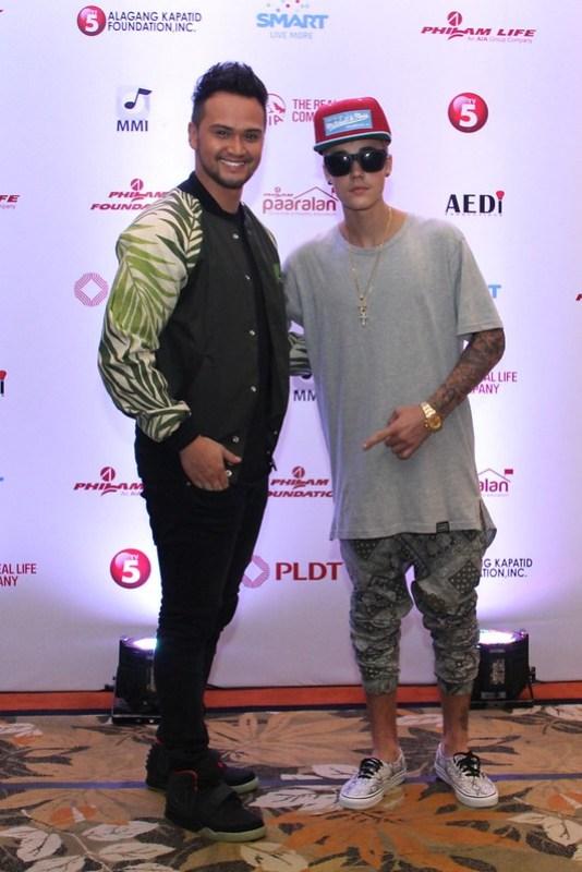 Justin Bieber with Smart endorser Billy Crawford