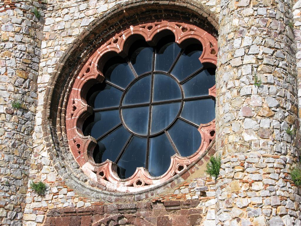 10. Espectacular rosetón en la iglesia de Calatrava la Nueva. Autor, Van
