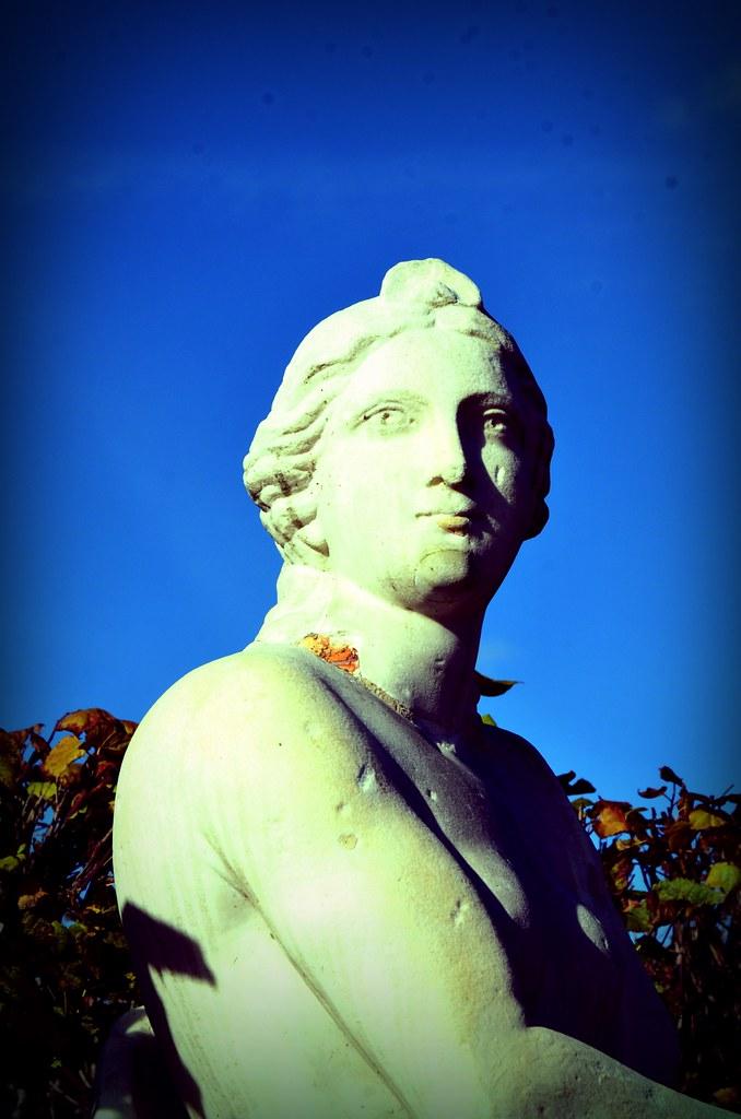 monument lady