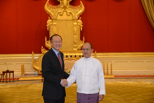 World Bank Jim Yong Kim and Myanmar President U Thein Sein