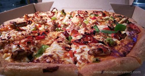 Pizza Hut Hot Sriracha Chicken Pizza Closeup