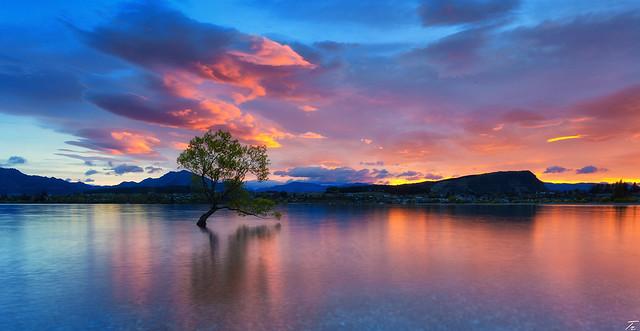 Sunrise at Lake Wanaka, New Zealand <3