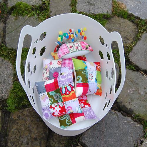 Studio Paars handmade patchwork embroidered pincushions handgemaakte patchwork geborduurde speldenkussens