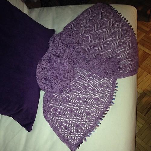 #hanginggardenstole #siviaharding #silkmerino #castoff #beads #happygirl #shawl #lace