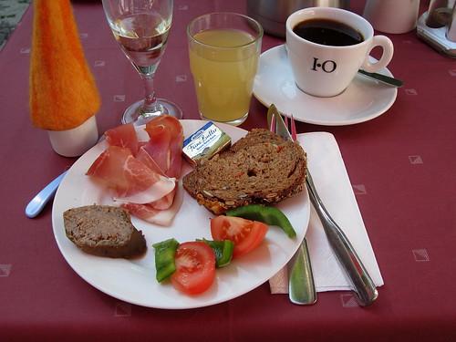 """Vom Frühstücksbuffet in der """"Remise Blumberg"""" in Potsdam"""