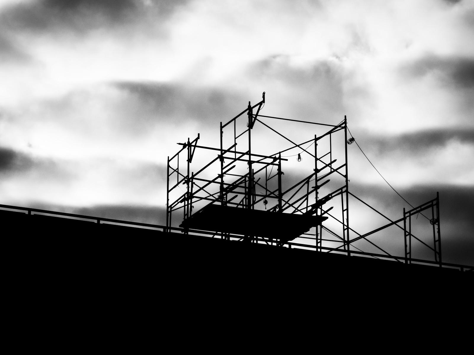 Scaffold and Turbulent Sky by wwward0