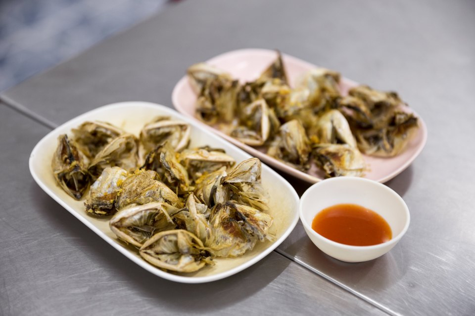 Fried mackerel heads at Soei, Bangkok