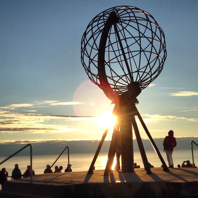 El sol de medianoche a las 00:00 horas. El cerebro se vuelve loco pero merece la pena #laponianoruega