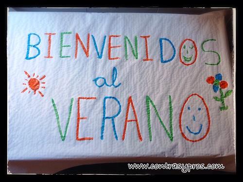 Cartel niños bienvenido verano