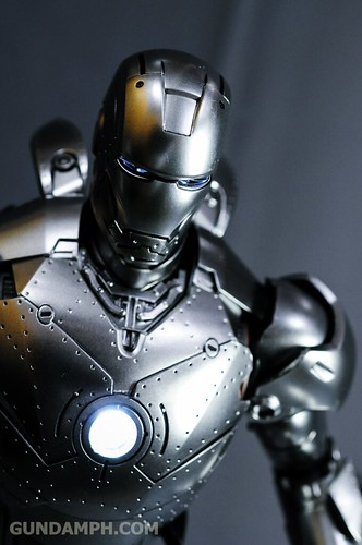 Hot Toys Iron Man 2 - Mk II Armor Unleashed Ver. Review MMS150 Unboxing (84)