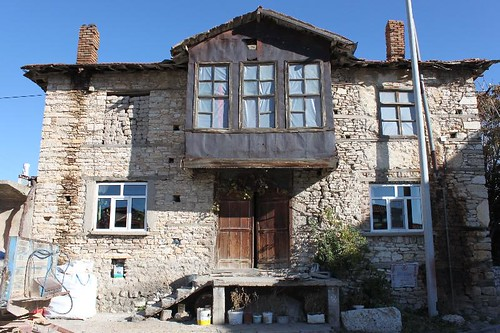 20131011_7183_typical-stone-house_Small