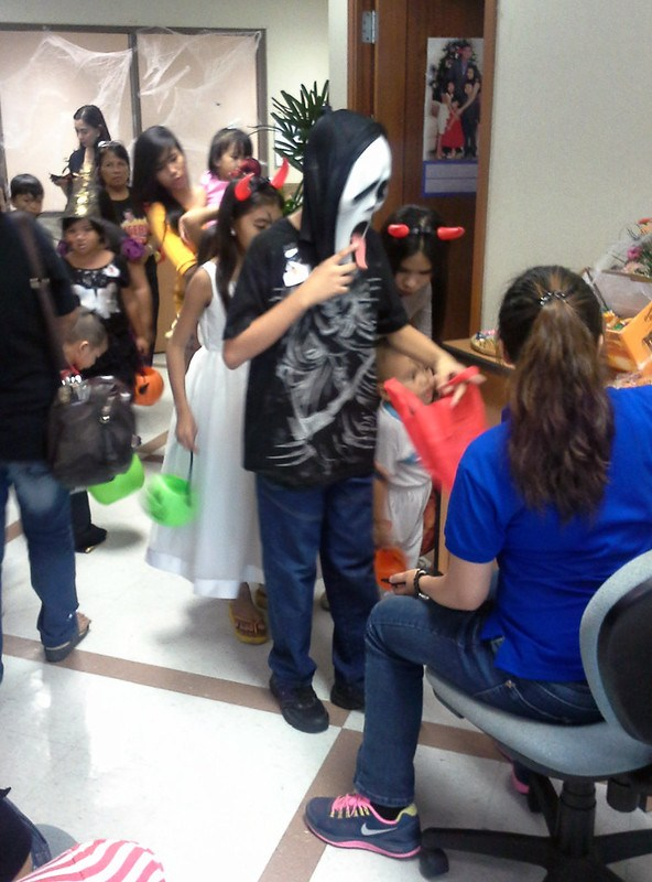 Makati City Hall Trick-or-Treat 20131030_143703