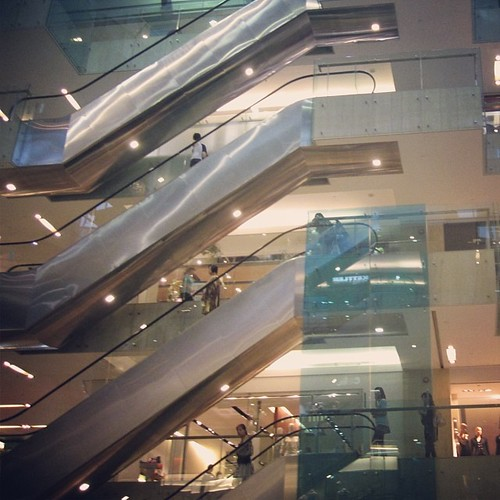 Everything is vertical #singapore by @MySoDotCom