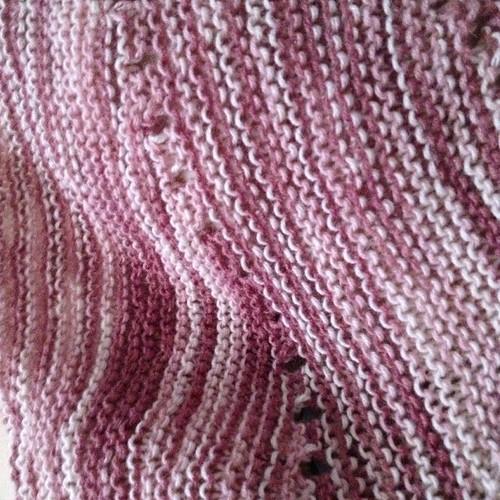 Newproject #secretofchange #veeravalimaki #summer #knitting #knit #shawl #nofilter #fattoamano #handmadewithlove #yarn #dragonfly