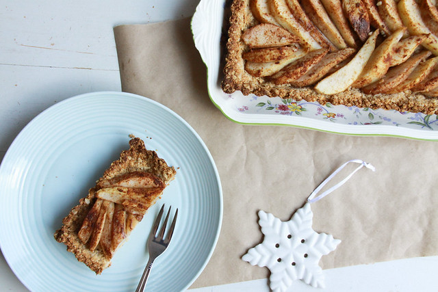 christmas-spiced pear tart