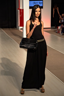 Black leather medium sized hand bag  - Intermoda Trends
